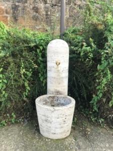 Bebedero en Pienza, Toscana, Italia