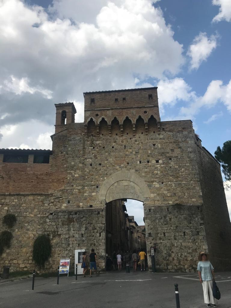 Portico, San Geminiano, Toscana, Italia